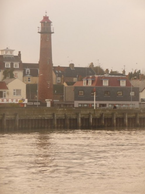 Gorleston-on-Sea: the lighthouse across the Yare
