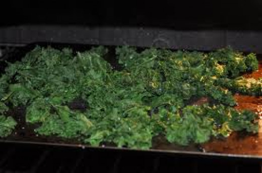 Delicious, crunchy, raw vegan kale chips