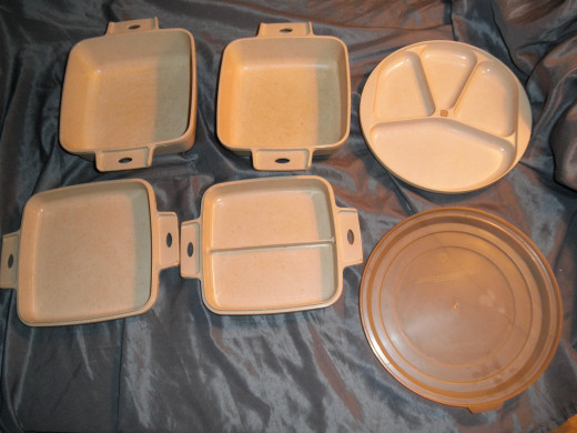 A mixed set of vintage Littonware microwave cookware