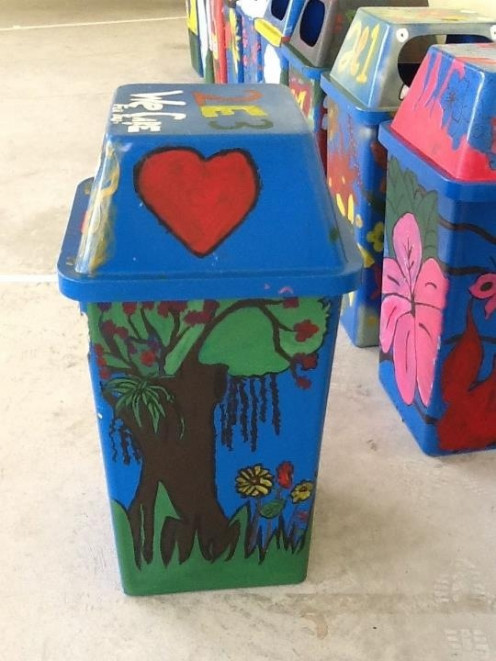 The finished eco-friendly dustbin