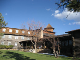 The luxury El Tovar hotel.