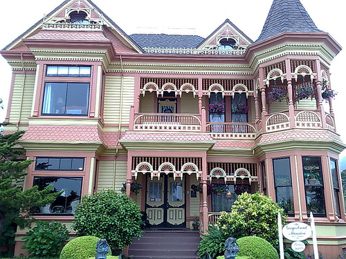 Gingerbread Mansion (Creative Commons).