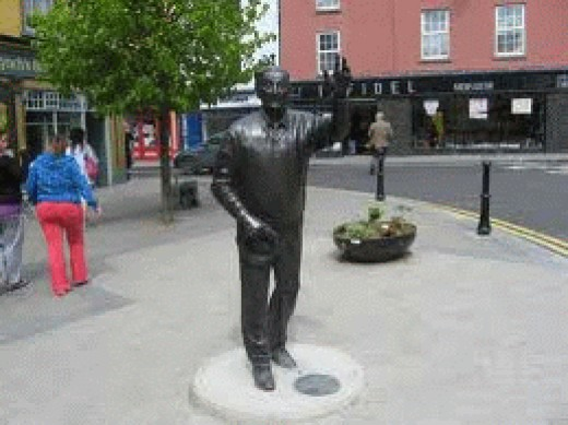 Statue of John B Keane, erected 2007 in Listowel.