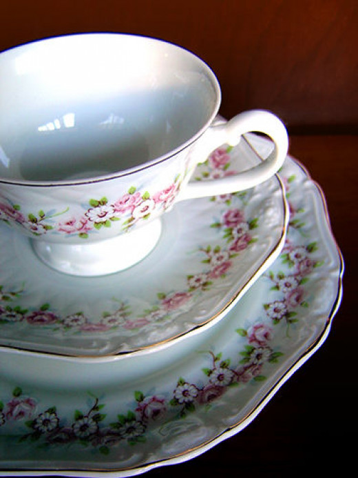 Victorian teaset (Creative Commons)