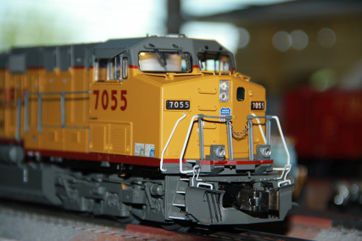 This Lionel AC6000 is 3-rail O Scale; It is a 1:48 scale model that runs on traditionally toy train track