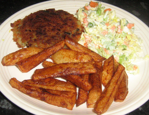 Chips, Coleslaw and Burger