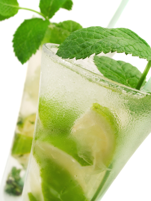 The most typicall example of fruit peels or leafs used for cocktail decoration: Mojito!
