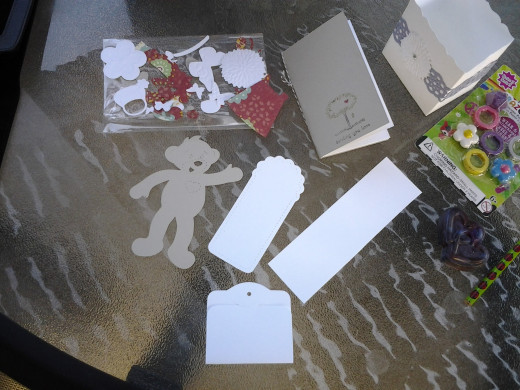 Contents of the kid favor bags