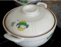 Use A Ceramic Pot for Food with Vinegar