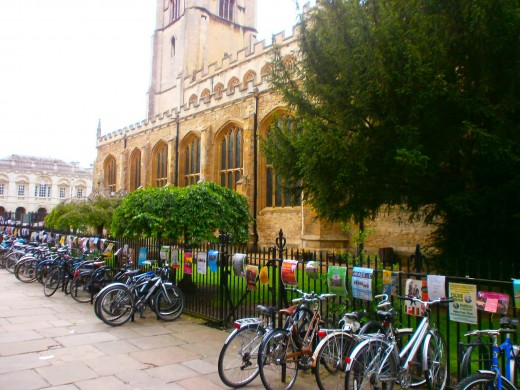 Bicycle is the most popular and the most practical transport in Cambridge. Photo by Flysky
