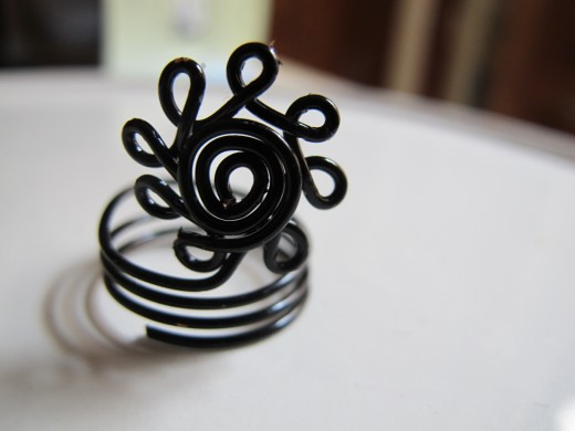 Black daisy flower ring