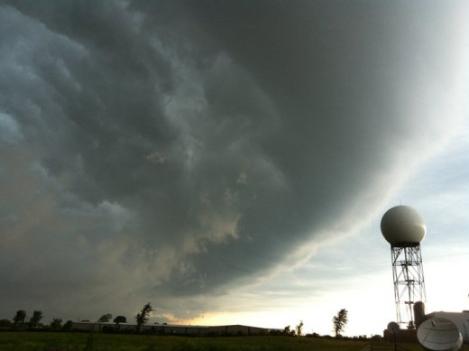 "Super Derecho of June 27, characteristic wall cloud with ""bow"" shape."
