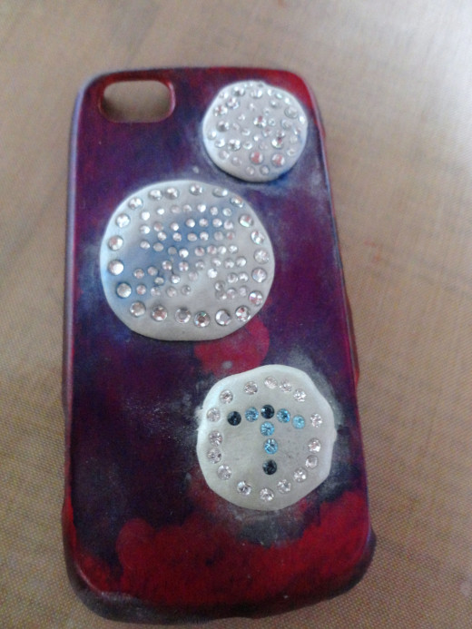 I have decorated the phone case with the epoxy clay with crystals embedded and mica powder brushed on.