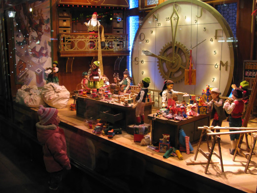 Absolutely captivating Christmas window display!