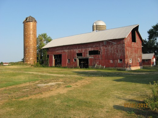 No longer in use for dairy cows, the barn is getting a bit ramshackle. The silo to the left is nearly 100 years old.