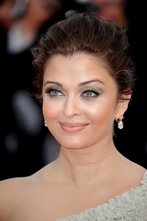Aishwarya Rai Bachchan wearing Pink Diamond drop earrings
