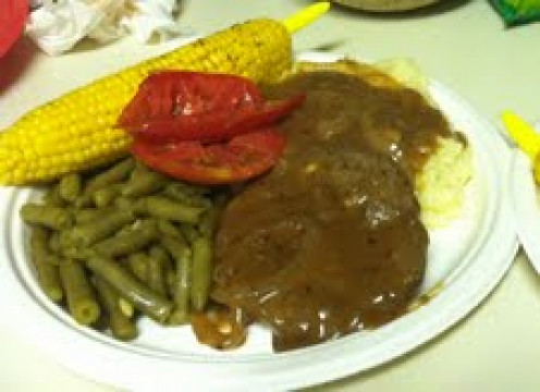 Hamburger Steak and Onion Gravy served tonight with Papa Bud's Corn on the Cob, green beans, and garlic mashed potatoes, not to mention sliced fresh tomatoes. YUMMY!