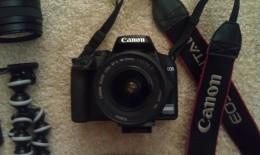 Front picture of my Canon EOS 1000D with an 18-55mm zoom lens