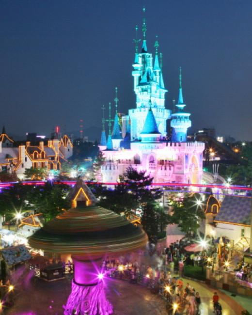 Beautiful Night Scenery of Lotte World