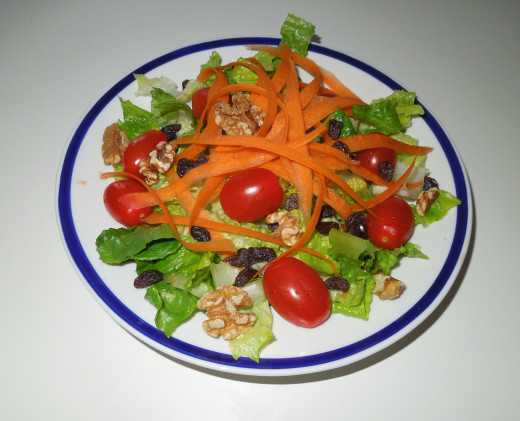Veggie Salad - healthy vegetarian lunch : Walnuts, Raisins, Lettuce, Grape tomato and Apple and Carrot.