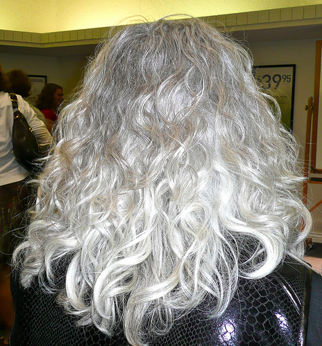 THIS is kind of what I mean! Pretty and almost white. Can I order one of these please, hold the mousy?