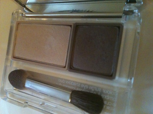 Clinique's shadow after use - the powder in the tray is barey ruffled. Photo © Redberry Sky.