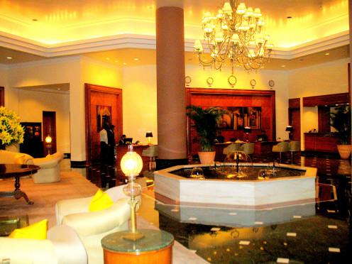 CENTER PILLAR IN A 5 STAR HOTEL.LOBBY.