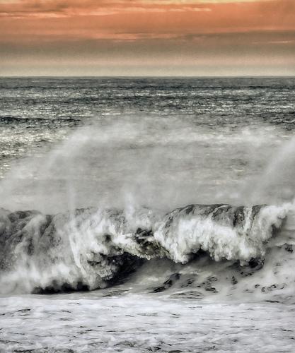 Crashing Waves from Leslie Clement Source: flickr.com