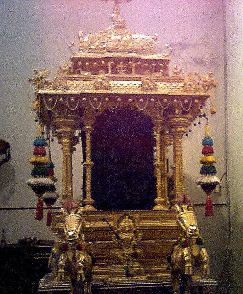 GOLD CHARIOT IN THIS TEMPLE LET OUR ARCHEOLOGICAL SURVEY OF INDIA TAKE SECURITY OF THIS IN THIS TEMPLE..