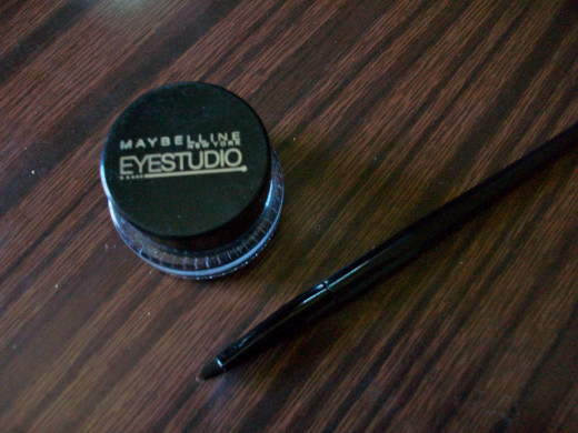 The Maybelline New York Eyestudio Gel Liner in black.