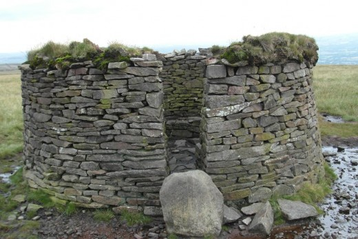 Pendle walker's shelter (P8)