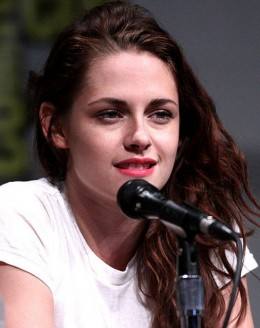 High heels and designer dresses? Not for me! Kristen Stewart at her casual self at the 2012 comic-con in San Diego.