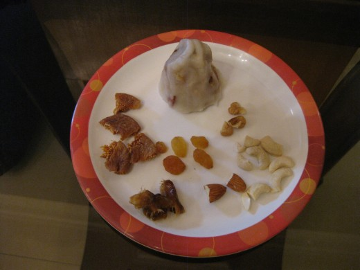 Dumpling stuffed with dry fruits and nuts