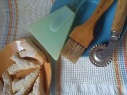 Making cookies requires special tools. The zig-zag wheel cutter, pastry brush and bowl scraper are essentials.