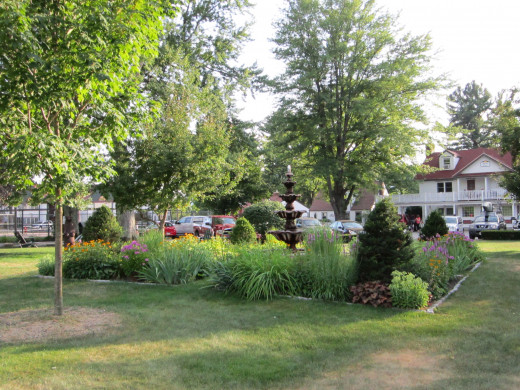 The Eastern Slope Inn Resort boasts beautiful flowers and gardens around the entire property.