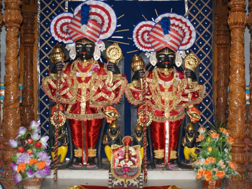 Nara and Narayana worshiped at the shrine in Badrinath. (This is not the picture of the Badri shrine where photography is not allowed)