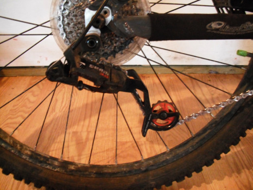 Derailleur with a chain that is too long