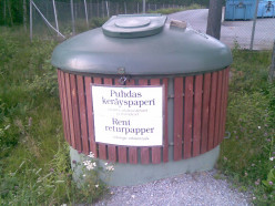 """Here you can throw """"Clean recycling paper"""". In Finnish that is """"Puhdas keräyspaperi"""" and in Swedish """"Rent returpapper""""."""