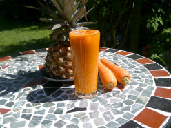Fruit and vegetable juices for hot summer days - Pineapple Carrot Cooler