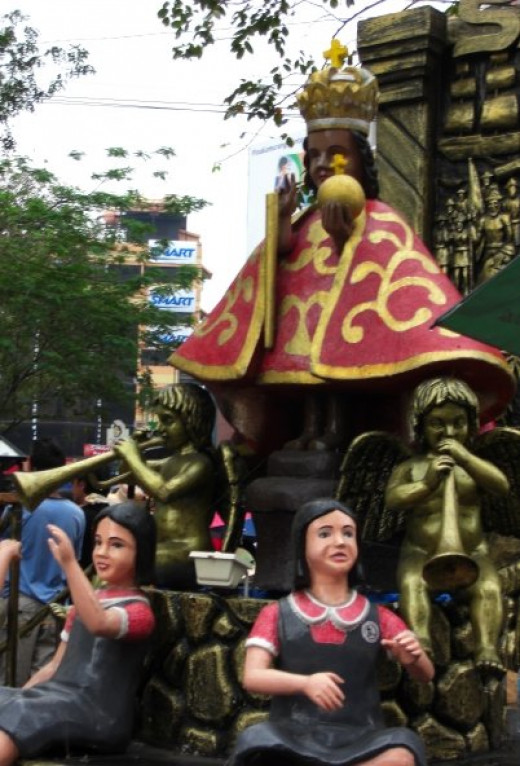 Picture of Sinolug parade passing Colon street- the festival starts on the 3rd Sunday of every January.