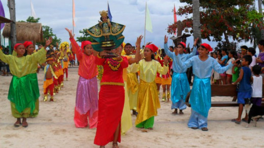 Dance during Sinolug festival in Malapascua