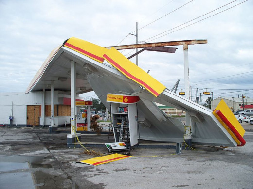 Hurricane Ike damage to a Shell gas station at Bridge City, Texas.