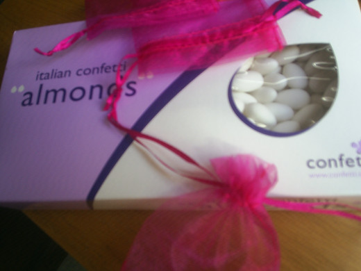 Make favors with simple bags and sugared almonds