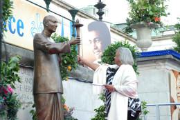 Marlene Owens-rankin and Sri Chinmoy Statue