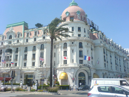 view of the Negresco along the Promenade des Anglais