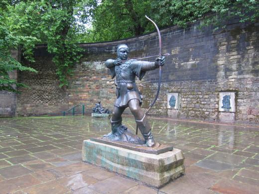 Robin Hood statue in Nottingham, near the castle