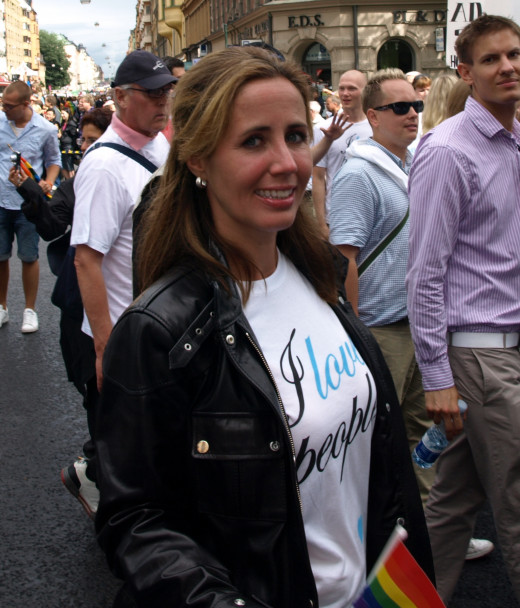 Filippa Reinfeldt, the wife of the Swedish prime minister Fredrik Reinfeldt. Photo taken during the Stockholm Pride 2009. Chairman of the Moderate Party Youth League, Niklas Wykman, can be seen in the background to her right.