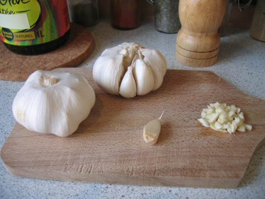If the garlic is minced well and cooked to softness, it won't give bad breath.