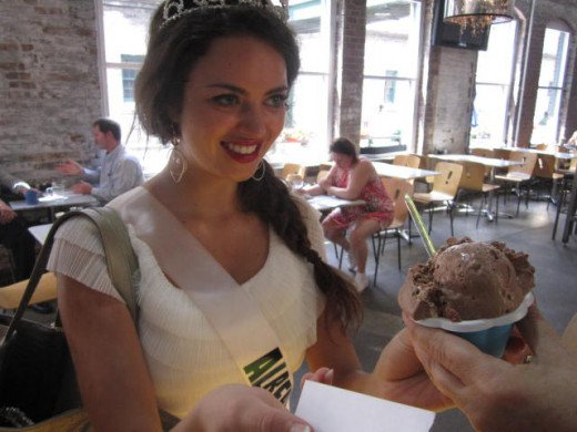 Lindsay Fraughton collects a free gelato at Cafe Uno in The Distillery District