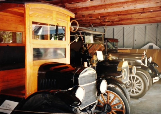 In addition to the winter homes of Edison and Ford, see the laboratory and old car collections plus gorgeous grounds.
